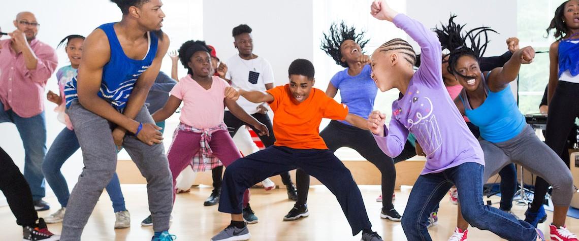 História spoločenského tancovania v 25 pohyboch
