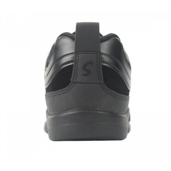 Skazz Magnet, sneakery